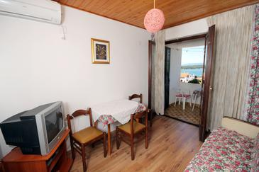 Punat, Eetkamer in the apartment, air condition available, (pet friendly) en WiFi.