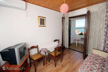 Punat, Dining room in the apartment, air condition available, (pet friendly) and WiFi.