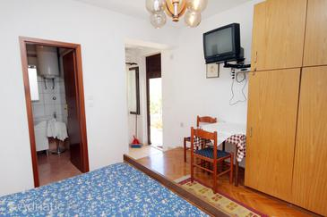Punat, Dining room in the studio-apartment, (pet friendly) and WiFi.