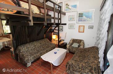 Baška, Obývací pokoj 1 v ubytování typu apartment, s klimatizací, domácí mazlíčci povoleni a WiFi.