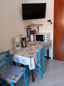 Baška, Dining room in the studio-apartment, dopusteni kucni ljubimci.