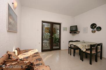 Pinezići, Dining room in the apartment, dopusteni kucni ljubimci.