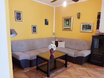 Baška, Living room in the apartment, air condition available, (pet friendly) and WiFi.