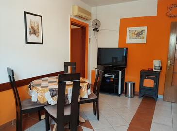 Baška, Blagovaonica u smještaju tipa apartment, dostupna klima, kućni ljubimci dozvoljeni i WiFi.