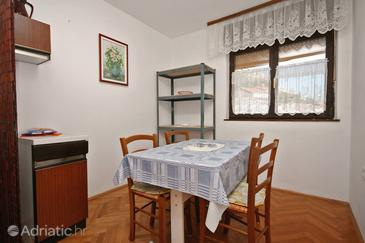 Stara Baška, Dining room in the apartment.