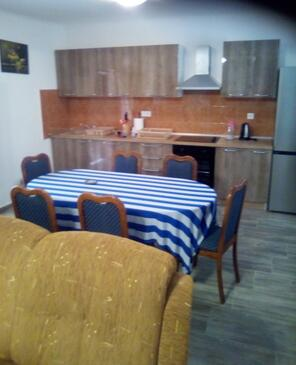 Zavalatica, Dining room in the apartment, (pet friendly) and WiFi.