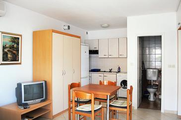 Baška, Jídelna v ubytování typu apartment, dostupna klima, dopusteni kucni ljubimci i WIFI.