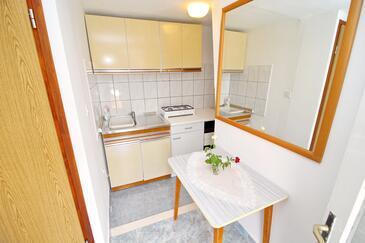 Rasohatica, Cucina nell'alloggi del tipo studio-apartment.