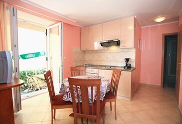 Baška, Dining room in the apartment, dopusteni kucni ljubimci.