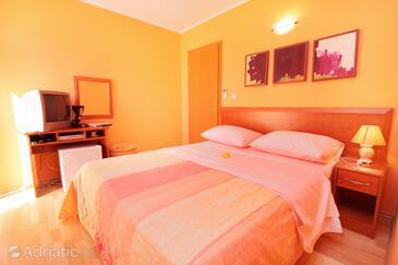 Baška, Bedroom in the room, dostupna klima i dopusteni kucni ljubimci.