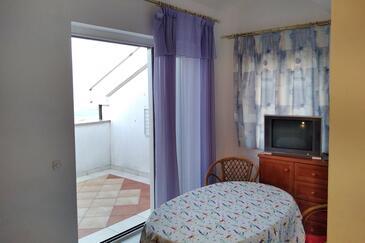 Njivice, Salle à manger dans l'hébergement en type apartment, WiFi.