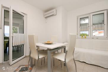 Pinezići, Столовая в размещении типа apartment, доступный кондиционер и WiFi.