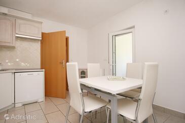 Pinezići, Jídelna v ubytování typu apartment, s klimatizací a WiFi.