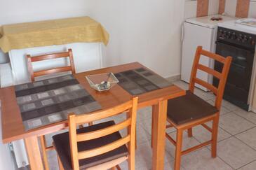 Čižići, Jídelna v ubytování typu apartment, s klimatizací, domácí mazlíčci povoleni a WiFi.