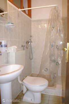 Bathroom 2   - A-547-b