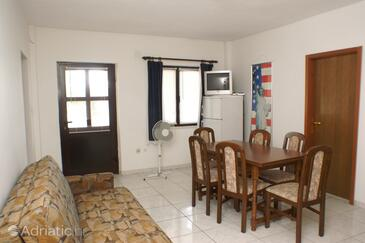 Zavalatica, Dining room in the apartment, air condition available and WiFi.