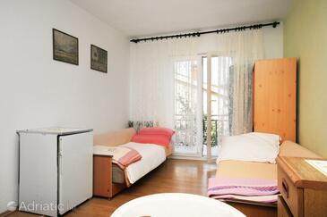 Njivice, Obývací pokoj v ubytování typu apartment, domácí mazlíčci povoleni a WiFi.