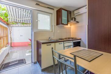 Crikvenica, Jídelna v ubytování typu studio-apartment, domácí mazlíčci povoleni a WiFi.
