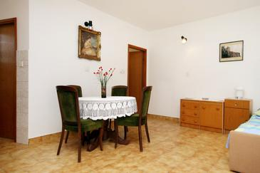 Novi Vinodolski, Dining room in the studio-apartment, WIFI.