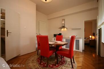 Crikvenica, Dining room in the apartment.