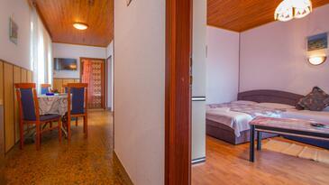 Crikvenica, Jídelna v ubytování typu apartment, domácí mazlíčci povoleni a WiFi.