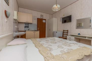 Crikvenica, Kitchen in the room, (pet friendly) and WiFi.