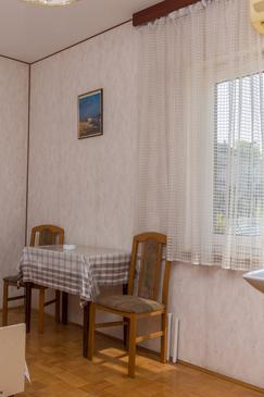 Crikvenica, Dining room in the room, air condition available, (pet friendly) and WiFi.