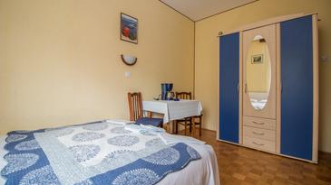 Crikvenica, Dining room in the room, (pet friendly) and WiFi.