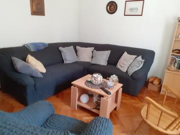 Selce, Living room in the apartment, air condition available and WiFi.
