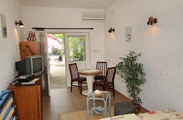 Novi Vinodolski, Jadalnia w zakwaterowaniu typu studio-apartment, dostupna klima.
