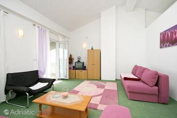 Jadranovo, Living room 1 in the apartment.