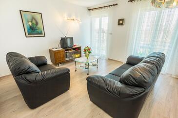 Šmrika, Obývací pokoj v ubytování typu apartment, s klimatizací, domácí mazlíčci povoleni a WiFi.