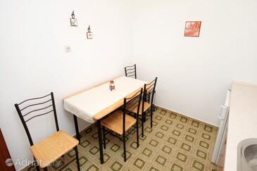 Krk, Jídelna v ubytování typu apartment, domácí mazlíčci povoleni a WiFi.