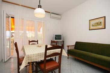 Selce, Dining room in the apartment, dostupna klima, dopusteni kucni ljubimci i WIFI.