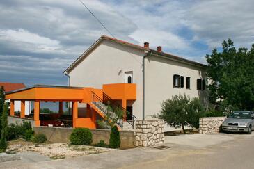 Novi Vinodolski, Novi Vinodolski, Objekt 5514 - Ubytování s oblázkovou pláží.