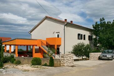 Novi Vinodolski, Novi Vinodolski, Property 5514 - Apartments with pebble beach.