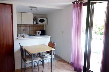 Dramalj, Столовая в размещении типа studio-apartment, Домашние животные допускаются и WiFi.
