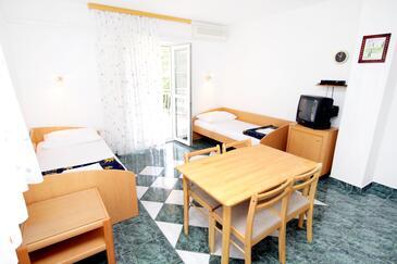 Jadranovo, Jadalnia w zakwaterowaniu typu apartment, dostupna klima i WIFI.
