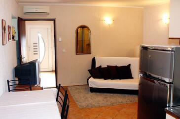 Dramalj, Obývací pokoj v ubytování typu apartment, s klimatizací, domácí mazlíčci povoleni a WiFi.