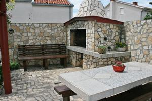 Apartments with a parking space Novi Vinodolski - 5526