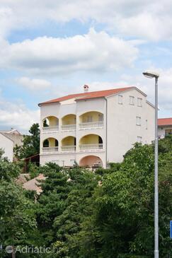 Novi Vinodolski, Novi Vinodolski, Объект 5526 - Апартаменты с галечным пляжем.