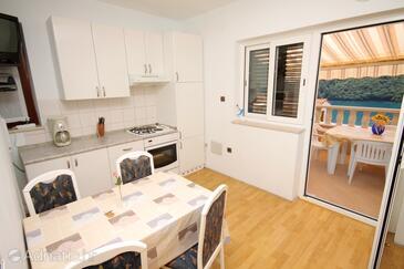 Duga Luka (Prtlog), Jídelna v ubytování typu apartment, s klimatizací a WiFi.