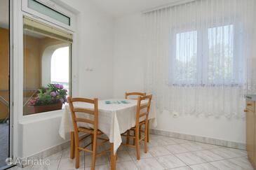 Crikvenica, Dining room in the studio-apartment.