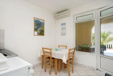 Crikvenica, Dining room in the studio-apartment, dostupna klima.