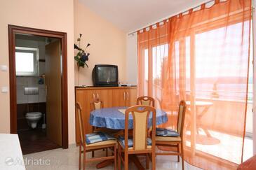 Dramalj, Salle à manger dans l'hébergement en type apartment, climatisation disponible et WiFi.