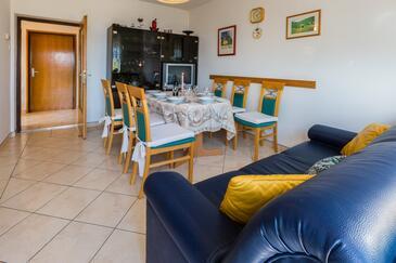 Novi Vinodolski, Dining room in the apartment, dostupna klima.