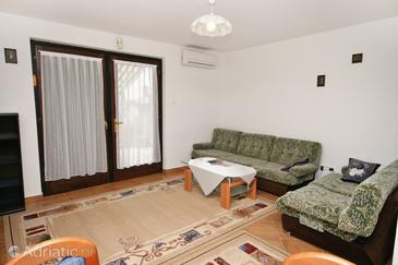 Klenovica, Living room in the apartment, dostupna klima i dopusteni kucni ljubimci.