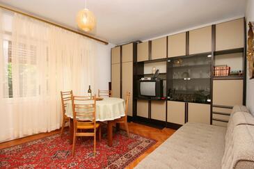 Jadranovo, Living room in the apartment, dopusteni kucni ljubimci i WIFI.