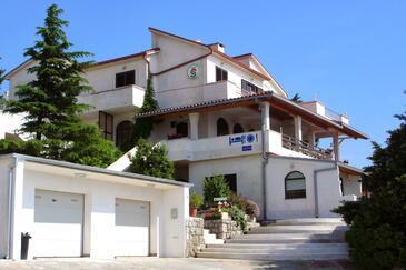 Klenovica, Novi Vinodolski, Objekt 5548 - Apartmani sa šljunčanom plažom.
