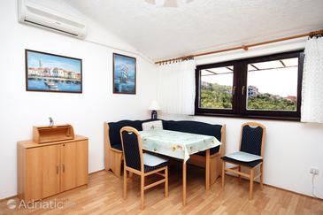 Crikvenica, Jídelna v ubytování typu apartment, s klimatizací a WiFi.